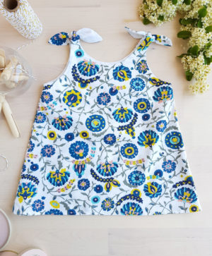 vetement fleur robe bebe, bebe fille, robe bebe fleur, robe bleu, made in france, robe france bebe, mode bebe fille, bilboquet, couture bebe, cadeau naissance