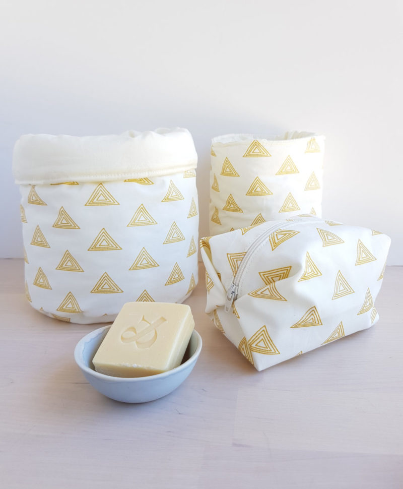 cadeau naissance lyon bebe garcon blanc or bilboquet accesoire toilette panier paniere couche langer lavables