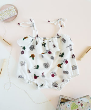 barboteuse bebe vetement enfant lyon blanc fleur volant robe bloomer cadeau bapteme