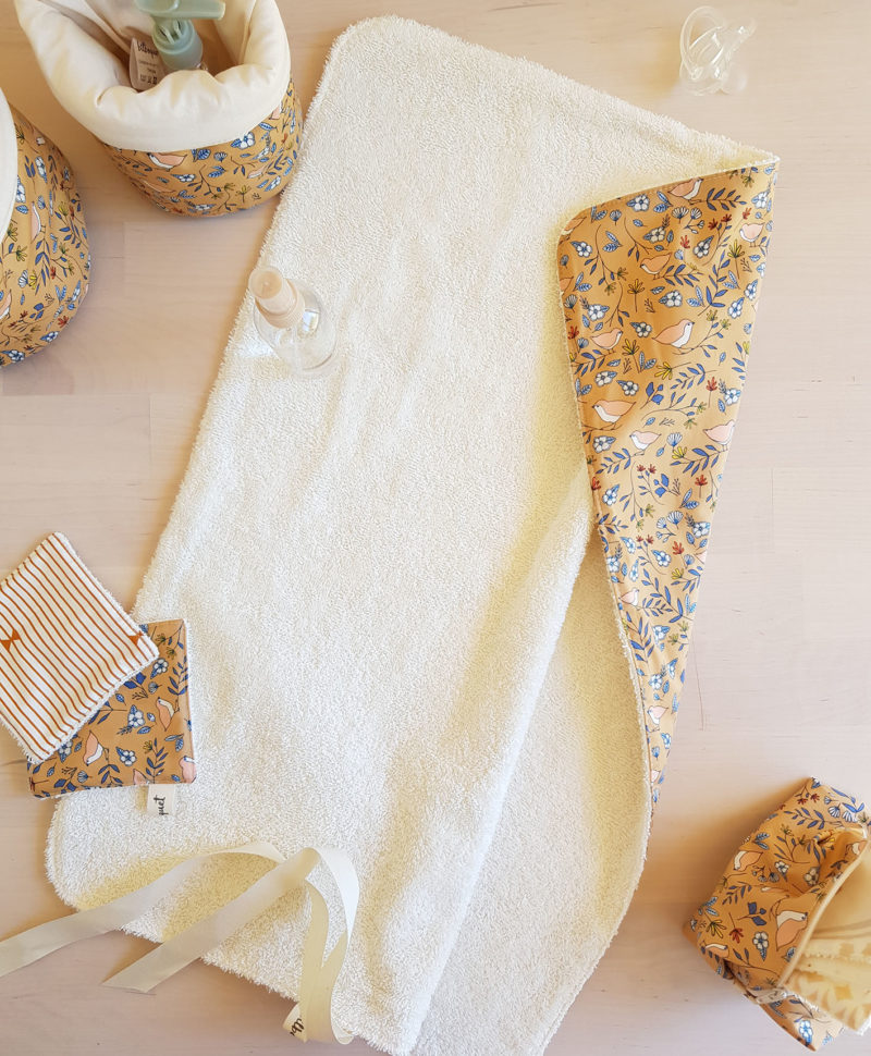 tapis langer nomade eponge serviette lange bebe cadeau naissance lyon