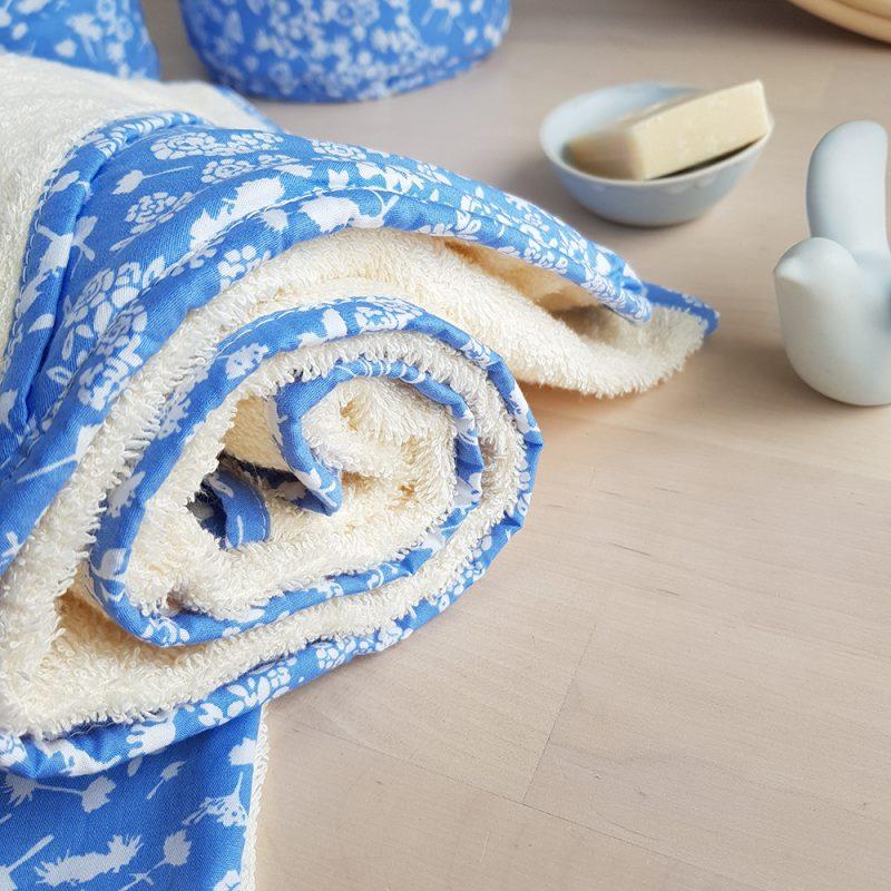 cape bain serviette bebe liberty bleu fille fleur bilboquet createur lyon