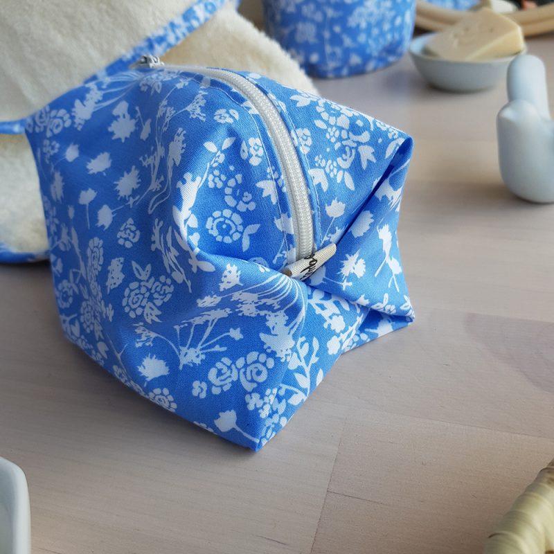 trousse toilette créateur petite bleu fleur liberty naissance cadeau femme maman lyon bilboquet