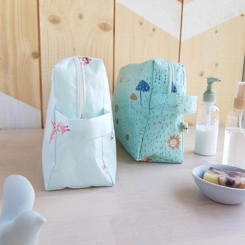 trousse toilette idee cadeau original bebe naissance garcon bleu