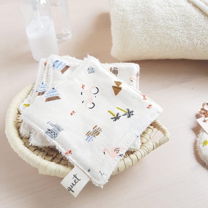 voyage cadeau naissance lingettes demaquillantes debarbouillettes bebe enfant repas toilette bavoir cadeau lyon