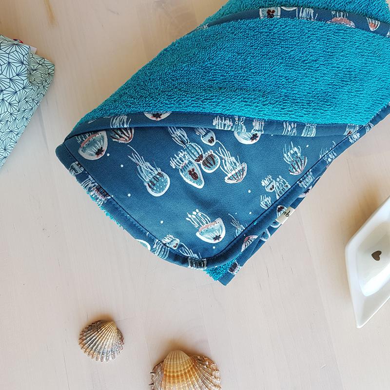 cadeau naissance bebe bébé garcon bleu animaux mer requin baleine lyon cape bain sortie serviette toilette linge