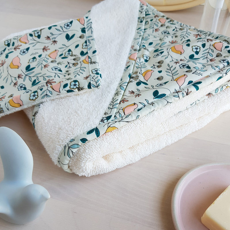 cape de bain sortie drap serviette cadeau naissance oiseau ecrue blanc createur france bilboquet lyon