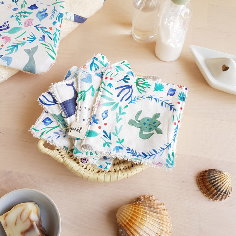 coton lavable lingette carre demaquillant ecologique reutilisable bleu baleine tortue dauphin debarbouillette enfant beige idee cadeau femme createur lyon bilboquet accessoire toilette