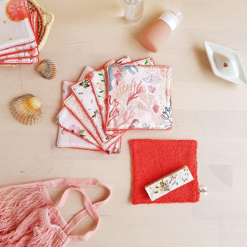 coton lavable lingette carre demaquillant ecologique reutilisable rouge orange corail fleur sirene idee cadeau femme createur lyon bilboquet accessoire toilette debarbouillette