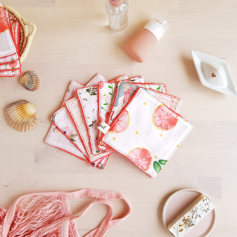 coton lavable lingette carre demaquillant ecologique reutilisable rouge orange corail fleur sirene idee cadeau femme createur lyon bilboquet accessoire toilette grande mai debarbouillette