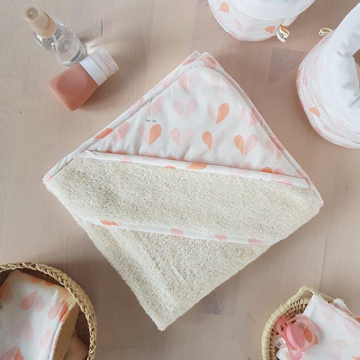 cape sortie serviette bain bebe rose corail cadeau naissance bebe fille coeur createur oekotex france lyon bilboquet