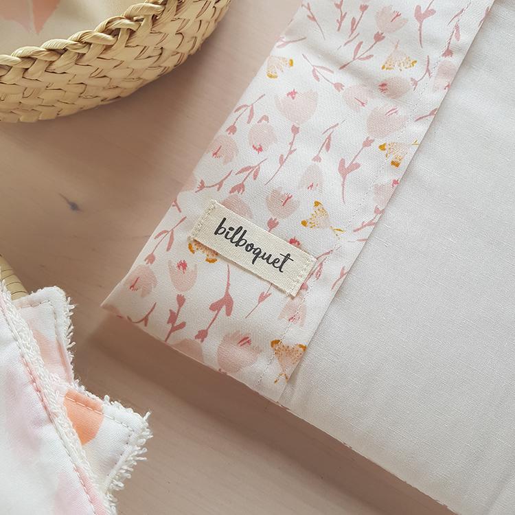 cadeau naissance bebe fille rose protege carnet sante lyon createur bilboquet petites tricolores france