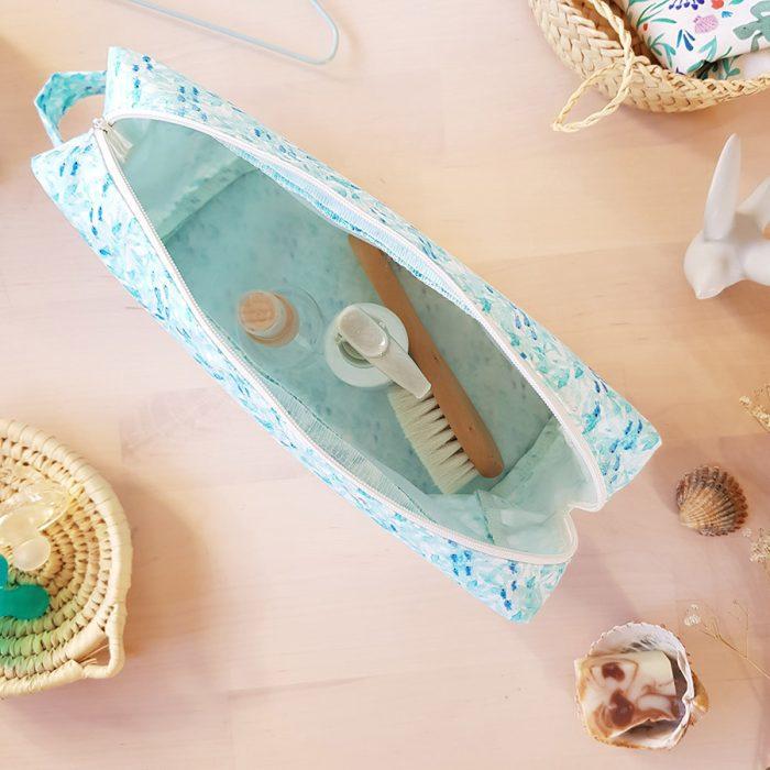grande trousse toilette made in france cadeau fete mere maman bebe week end sac langer turquoise bleu motif marin poisson bilboquet lyon