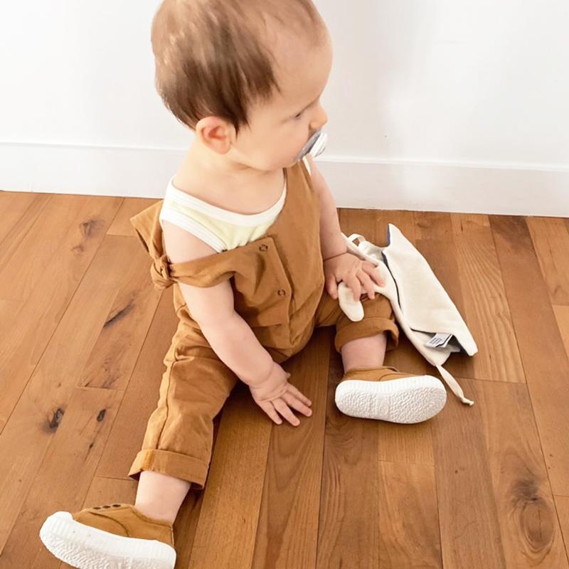salopette bebe coton oekotex lyon bilboquet garcon unisexe fille vetement boutique createur ocre camel marron reglable mode enfant bebe enfantine