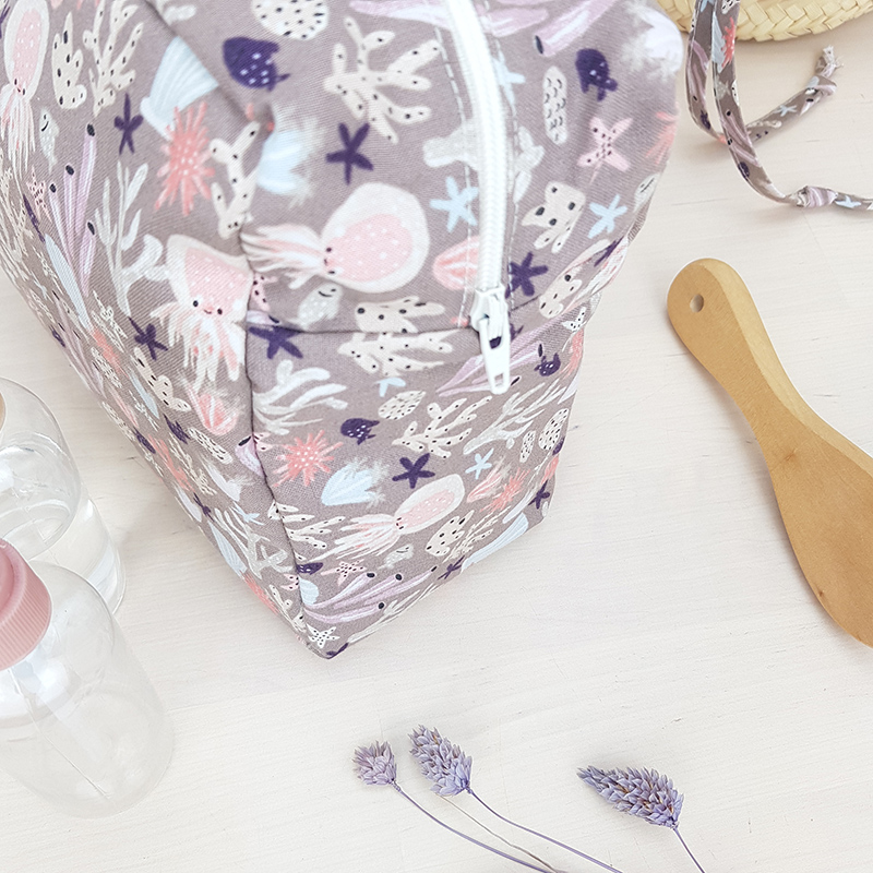 trousse de toilette grande sac voyage anse poignees suspendre violet violette mauve cadeau bebe naissance maman lyon france animaux animal rose